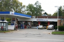 Genin's Autocare - As seen from University Avenue.