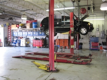 Genin's Autocare - Another view of the rear 3 service bays.