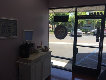 Escondido Auto Pros - Lobby with coffee and snacks