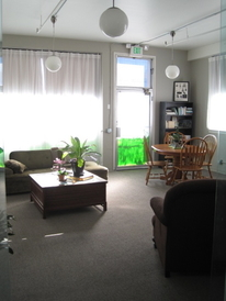 Luscious Garage | Hybrid Specialists - Interior of waiting room