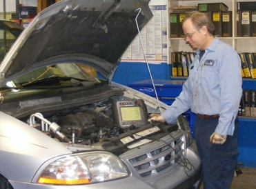 Davis Auto Care - ASE Master Technician Ed performing electronic diagnosis.