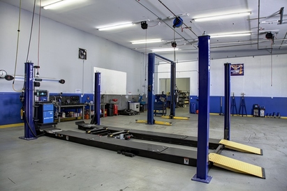 Larrondo's Auto Center - We have a state-of-the-art gorgeous 8800 sqft repair facility, housing the best and most advanced tools and machinery.  We pride ourselves on having the cleanest shop in Salem!